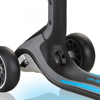 ULTIMUM-LIGHTS-3-wheel-scooter-with-patented-steering-system-sky-blue