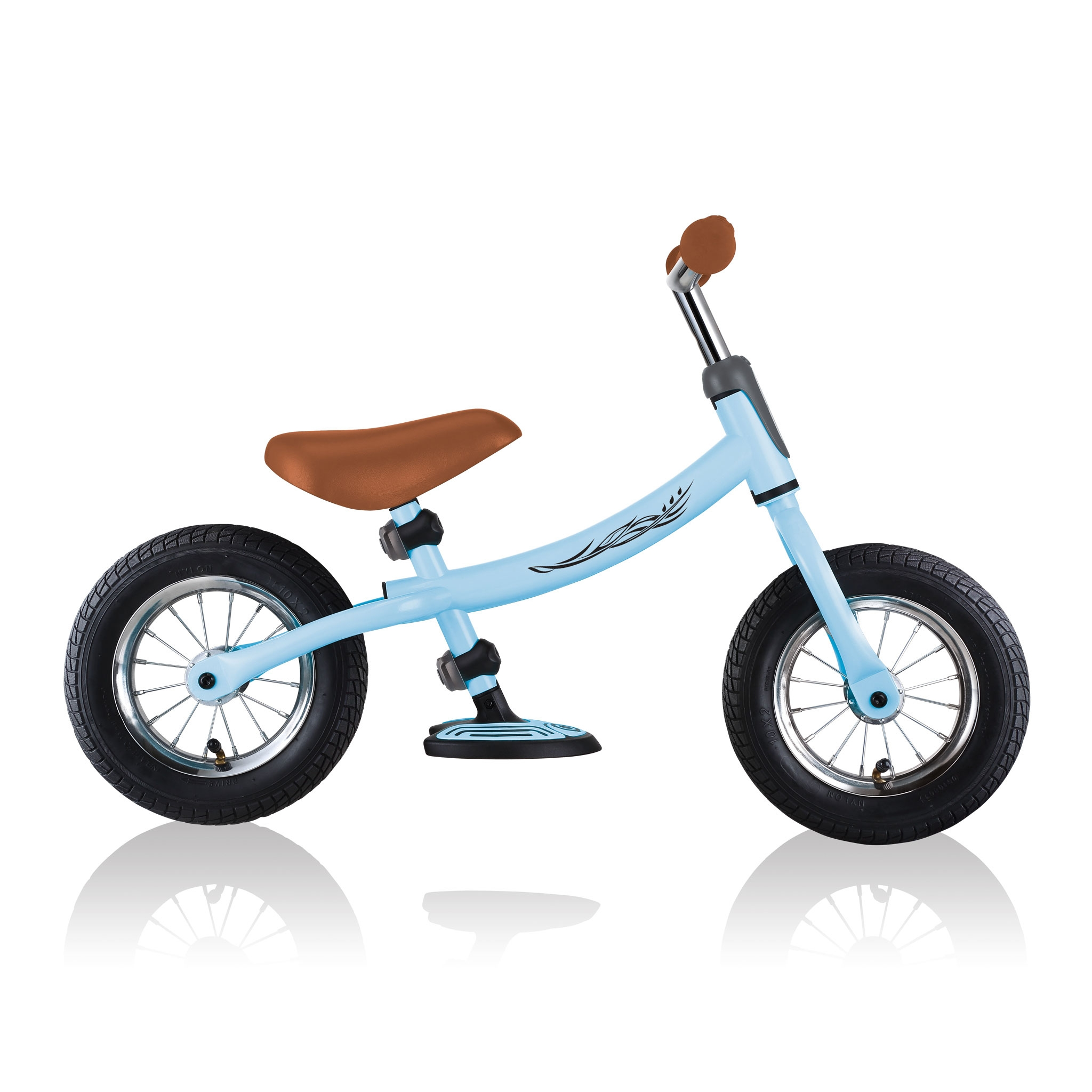 GO-BIKE-AIR-toddler-balance-bike-transform-bike-frame-from-low-frame-position-into-high-frame-position_pastel-blue 4
