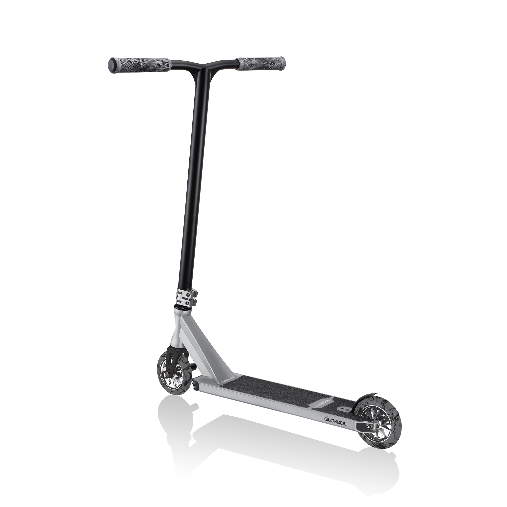 long-and-wide-stunt-scooter-t-bar-Globber-GS900 3