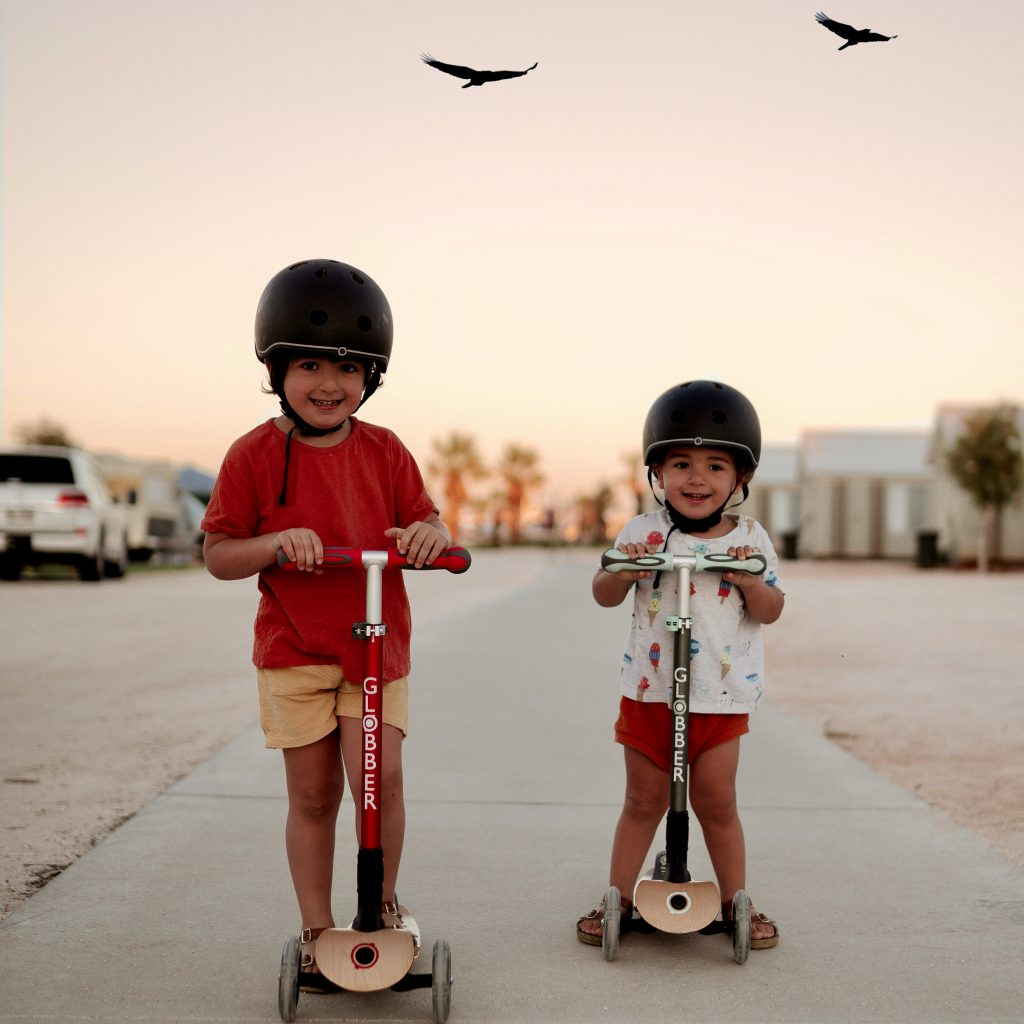 Siblings on Globber PRIMO FOLDABLE WOOD LIGHTS wooden scooter for kids